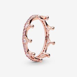 NWOT Sparkling Crown Ring